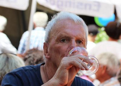 kachelofa-hoffest-gaeste-beim-trinken