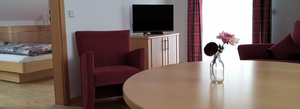 Wohnzimmer der Ferienwohnung Kachelofa