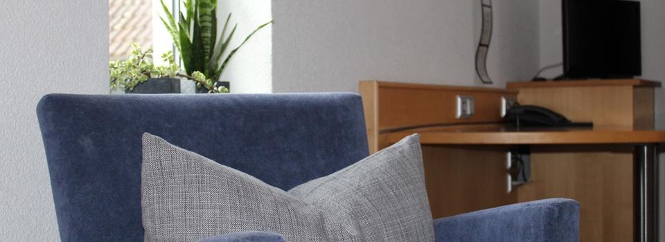 Sessel im Zimmer der Pension Kachelofa