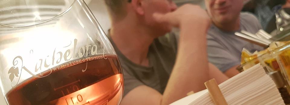 Männerstammtisch in der Weinstube Kachelofa
